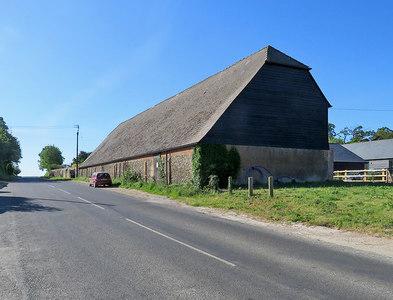 TL5552 : The barn at Dotterell Hall Farm by John Sutton