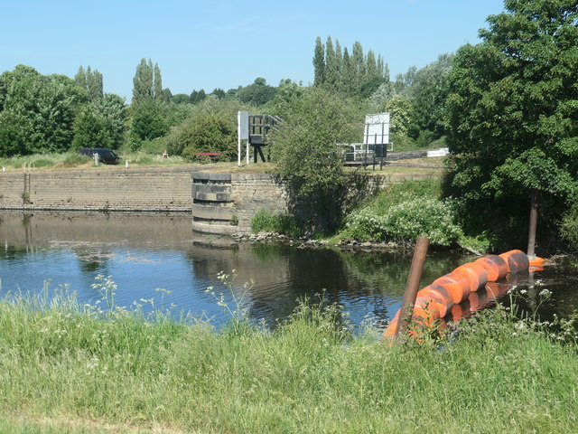 Don't boat down the Calder, use Thornes Cut