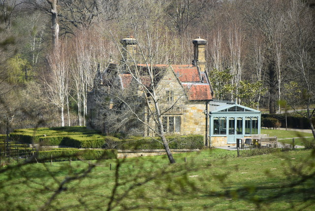 Lake Cottage, Somerhill Park