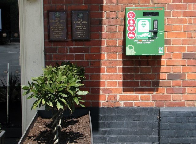 Defibrillator by the entrance to the Maid's Head Hotel