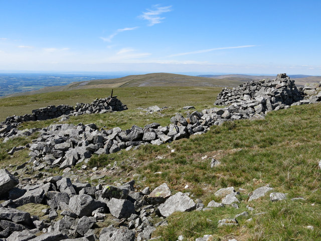 Ruined sheepfold at the top of Green Fell