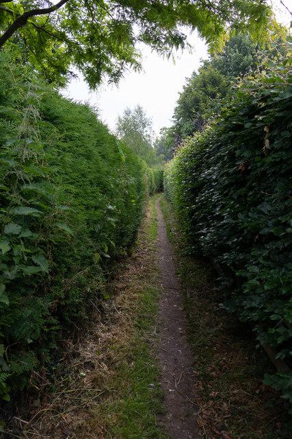 Narrow footpath off Well House Lane