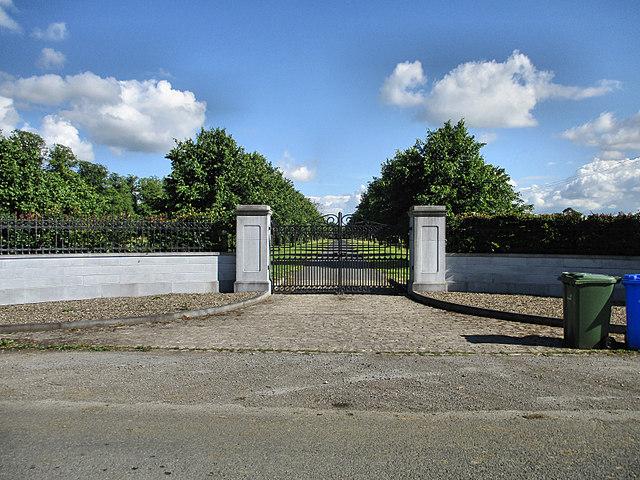 Gate and Avenue
