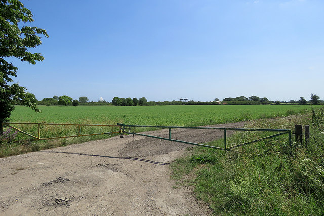 A field gate with a view towards radio telescopes