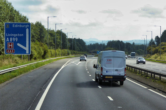 Eastbound M8 approaching Junction 3