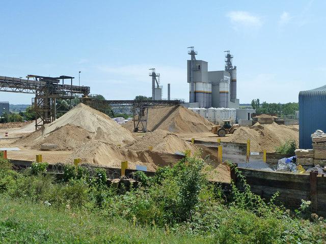 Gravel processing works