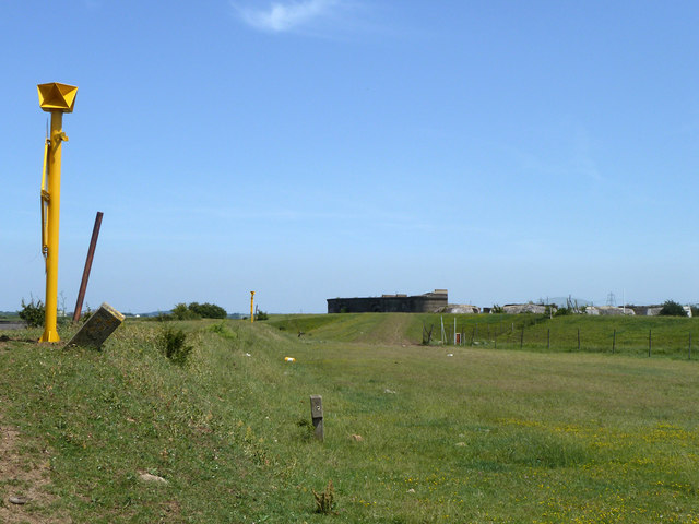 Seawalls near Shornmead Fort