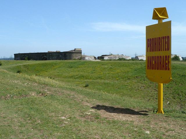 Seawalls near Shornmead Fort