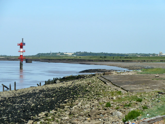 Foreshore in front of Shornmead Fort