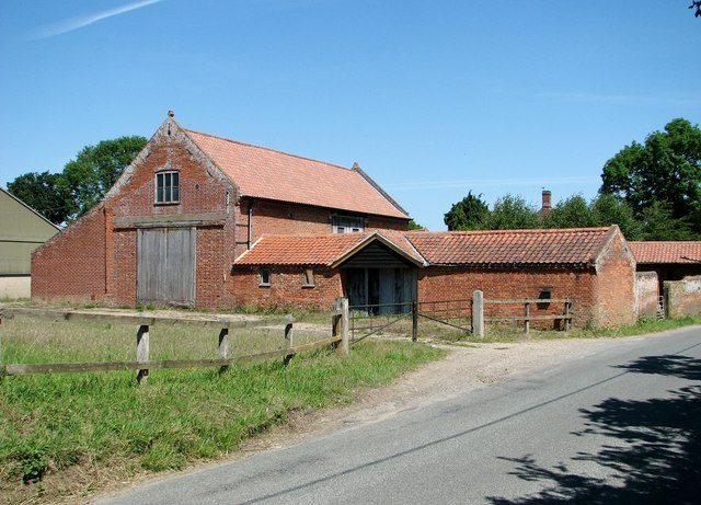 Old barn and byre by Hill Farm
