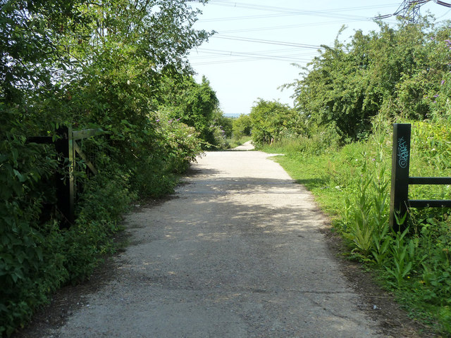 Old military road to Shornmead Fort