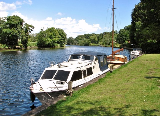 844W/Gintina moored at Bramerton Common