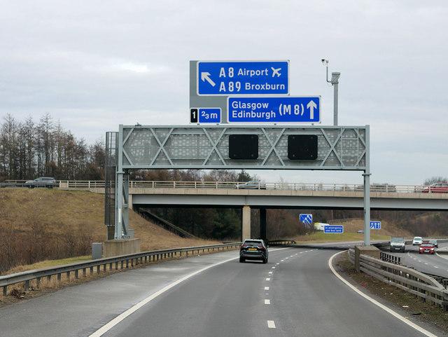Eastbound M9 at Kirkliston
