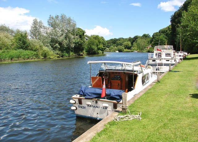 1742Y/Katami-Lu moored at Bramerton Common
