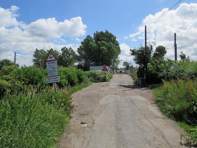 Waterbeach: Burgess Road level crossing