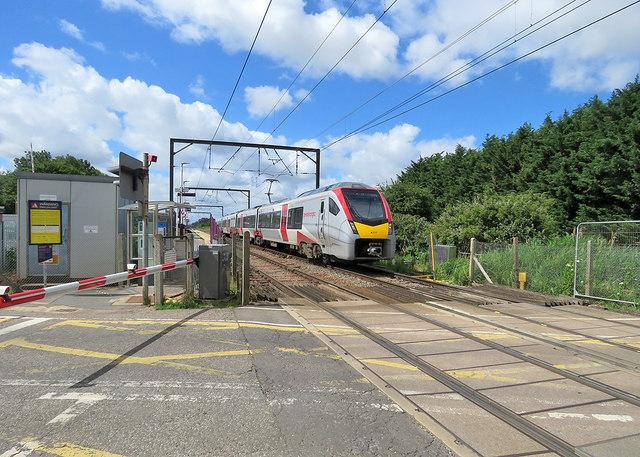 Waterbeach Level Crossing: Norwich-bound