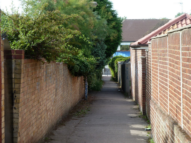 Alley from Old Road East to Milton Hall Road