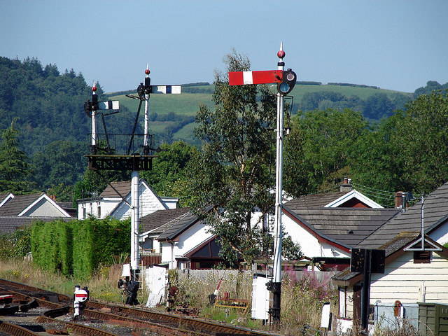 Semaphore signals at Bronwydd Arms