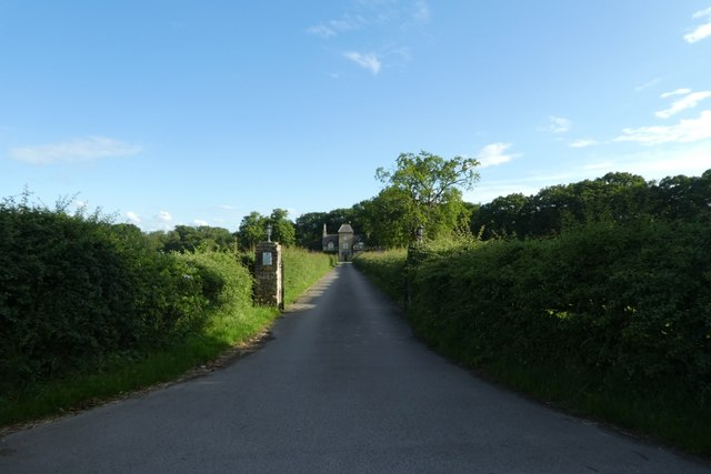 Driveway to North Cliffe Lodge