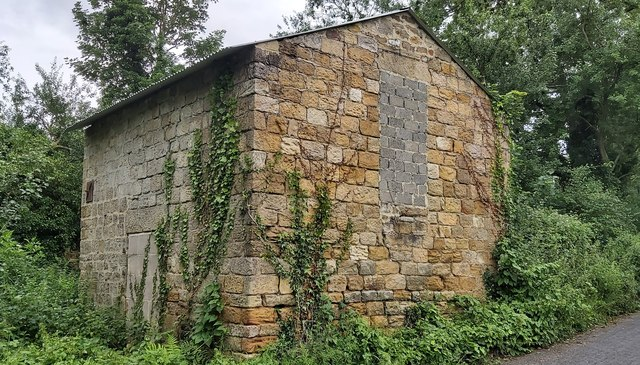 Old Roadside Barn at Bunkers Hill