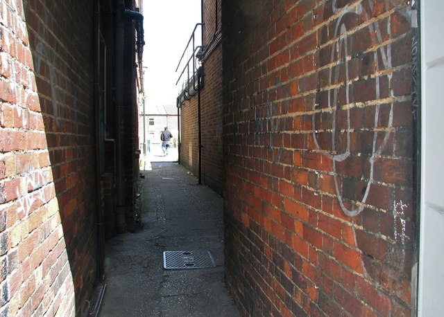 Passage linking Magdalen Street and a car park at Abel's Yard