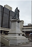 SU6400 : Statue of Queen Victoria by N Chadwick
