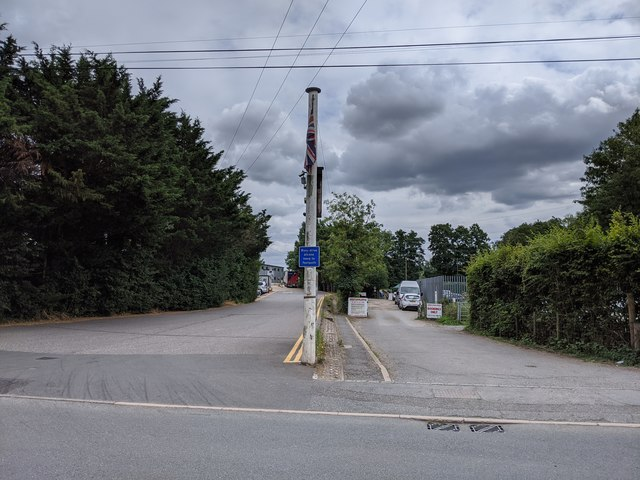 Darent Valley Path and driveways to Fresh Service and Darenth Fishing Complex