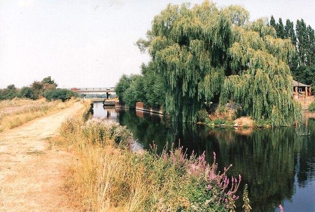 The A453 crosses Ratcliffe Cut