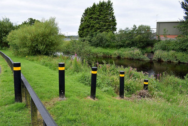 Marker posts, Lisanelly