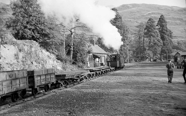 Engineering train passes through Tan y Bwlch Station