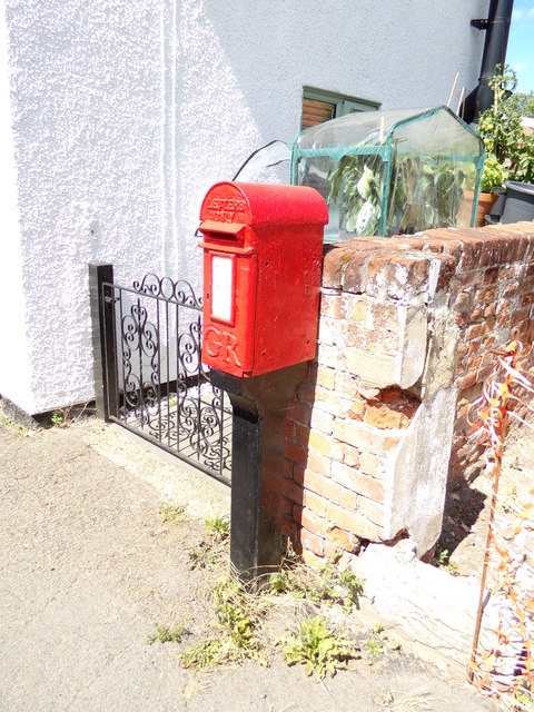 The Street George V Postbox