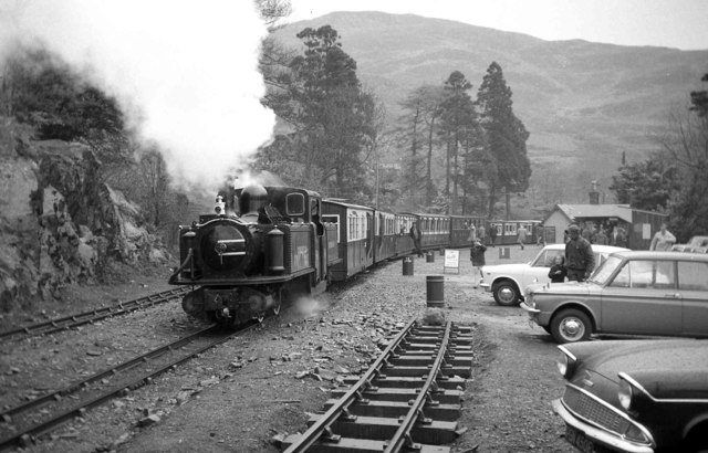 'Earl of Merioneth' waiting departure at Tan y Bwlch