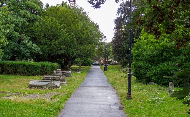 Path through St Thomas' Churchyard, Brentwood