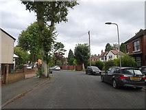 SO9096 : Woodfield Avenue by Gordon Griffiths