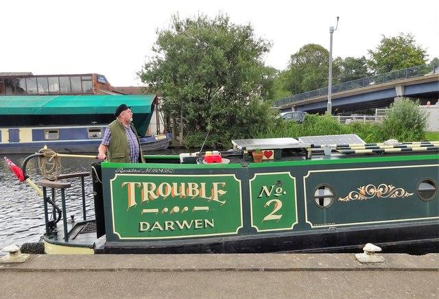 Narrowboat passing through Thorne