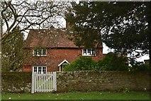 SU7431 : Yew Tree House by N Chadwick