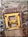 SH6267 : Damaged hydrant marker on Cilfodan Terrace, Bethesda by Meirion