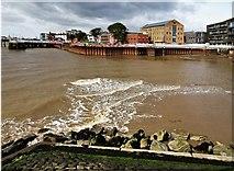 TA1028 : River Hull, Kingston upon Hull by Bernard Sharp