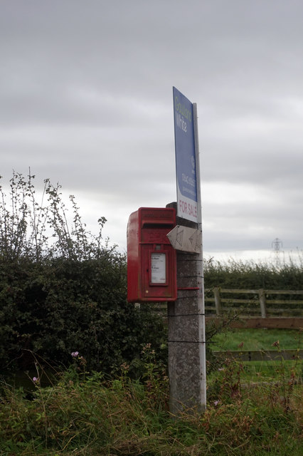 Postbox on Folly Bank at Little Sainton
