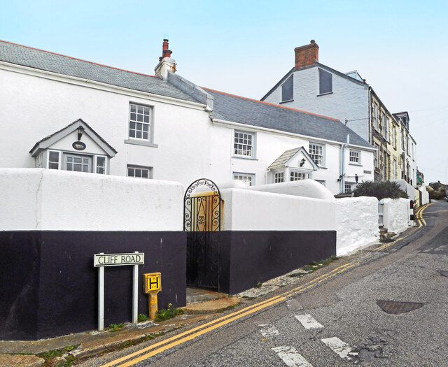 Houses on Cliff Road, Porthleven