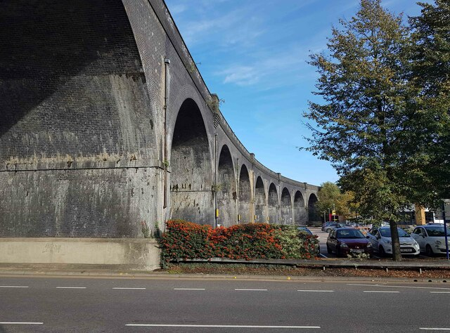 Watford: River Colne railway viaduct (2)