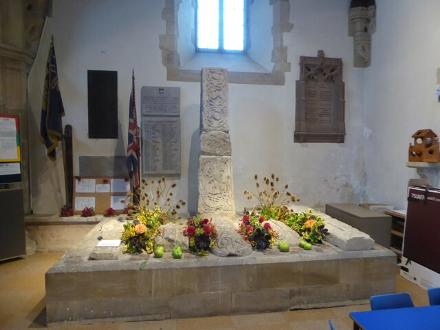 Inside Holy Cross, Ramsbury (g)