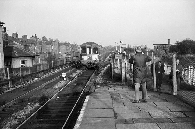 Liverpool train entering Earlestown Station – 1966