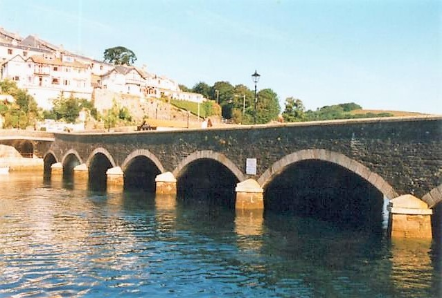 The A387 crosses the river at Looe