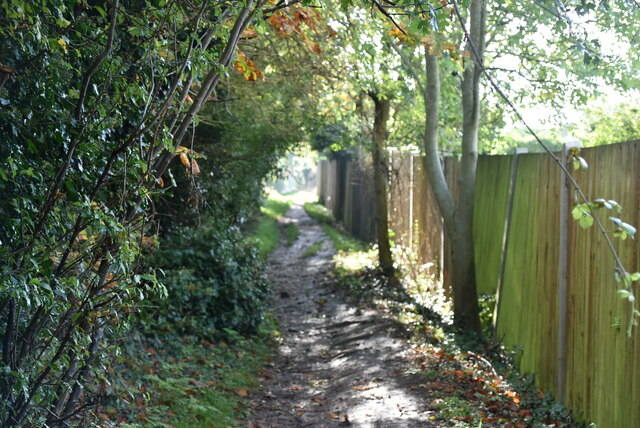 Footpath to Ash Rd