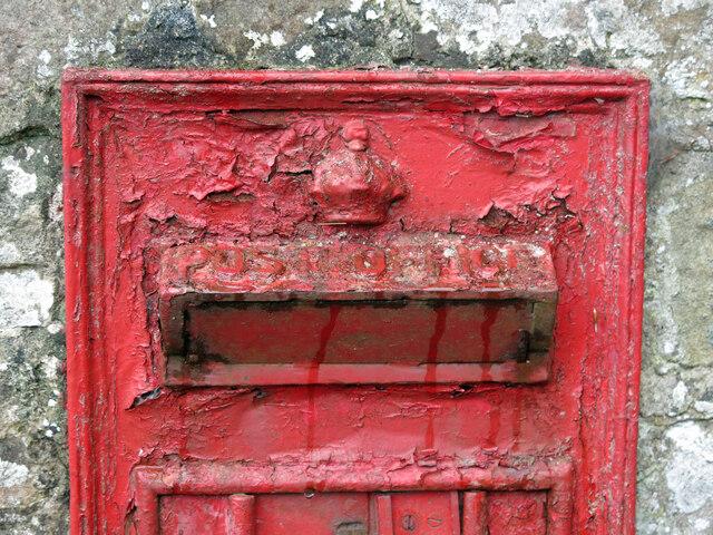 George V postbox (out of use), Aske Bridge - detail