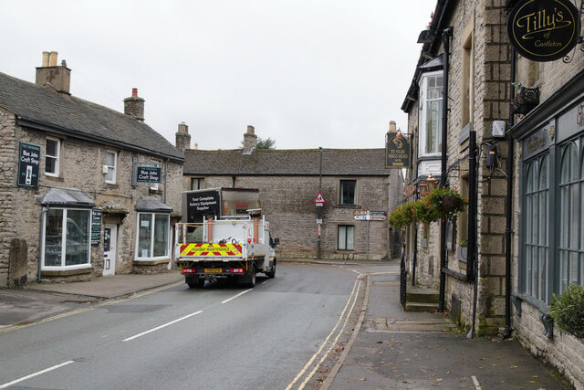 Cross Street approaching Back Street, Castleton