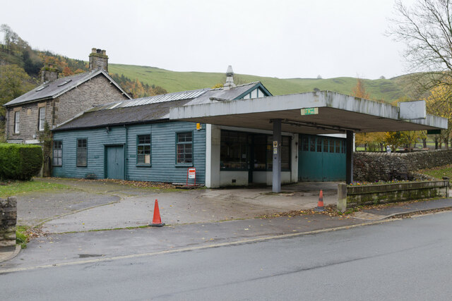 Castleton Garage (closed), Buxton Road
