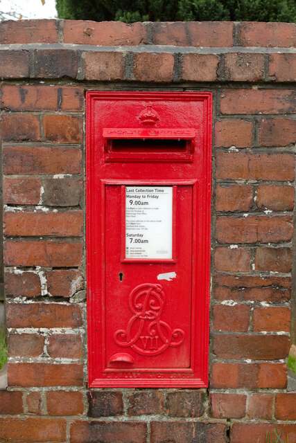 Edward VII Postbox, Station Approach