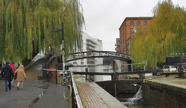 Regent's Canal: Roving bridge west of Hampstead Road Locks